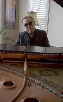 Picture of Dwayne Estes playing piano